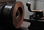 Такая услуга как - проточка тормозных дисков позволит избежать замены
